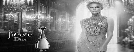 Odeur peut comprendre le choix de la bouteille bleue et gelée princesse Eva Green dans le rôle d'une princesse de conte de fées. Je préfère ne pas être une Cendrillon, comme le suggère la publicité. L'odeur est quelque chose d'un peu plus sombre contes de fées. Pour la première heure de l'application Midnight, je me sens comme si quelqu'un m'a déplacé dans le monde des Frères Grimm. Il est beau et mystérieux, mais surtout ... effrayant. Le poison bleu n'est pas l'odeur d'un coffre-fort, accueillant ni facile. Notre princesse porte un panier dans lequel sont cachés mandarines inhabituelles. Ils aiment, frotté l'huile. Je ne pense pas qu'ils ont offert d'être une grand-mère. Notre héroïne cherche le loup qu'il veut tuer. Beaucoup de gens me dit que me rappelle le parfum Miss Dior. Bien que je sois un fan de ce parfum, d'une certaine manière, je n'ai pas eu à maintenant vouloir tester Blooming Bouquet. Quand j'ai lu l'annonce du parfum et réalisé que c'était une autre version - encore plus rare que la précédente, j'ai perdu mon enthousiasme. Récemment, j'ai reçu échantillon de l'odeur de l'un des lecteurs, et je me sentais motivé à tester et à revoir. Il s'avère que ce n'est pas du tout comme je m'y attendais. Miss Dior Blooming Bouquet est un parfum léger et de modification. Il n'a pas d'ombre d'une précédente Miss Dior - pas de verdure, skippers, pop-corn, knockout ambergris - aucune de ces choses. J'ai le sentiment que c'est la position pour les gens qui cherchent la lumière et l'odorat tous les jours. Je les sente et je pense que c'est cadeau de parfum très sûr - à condition que l'achat de parfum pour une personne sans exigences particulières. Blooming Bouquet personne ne frappe, mais certainement à moins que nous parlons de la forme pauvre Dior.